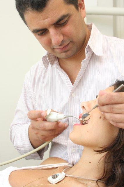 טיפולי השתלות שיניים